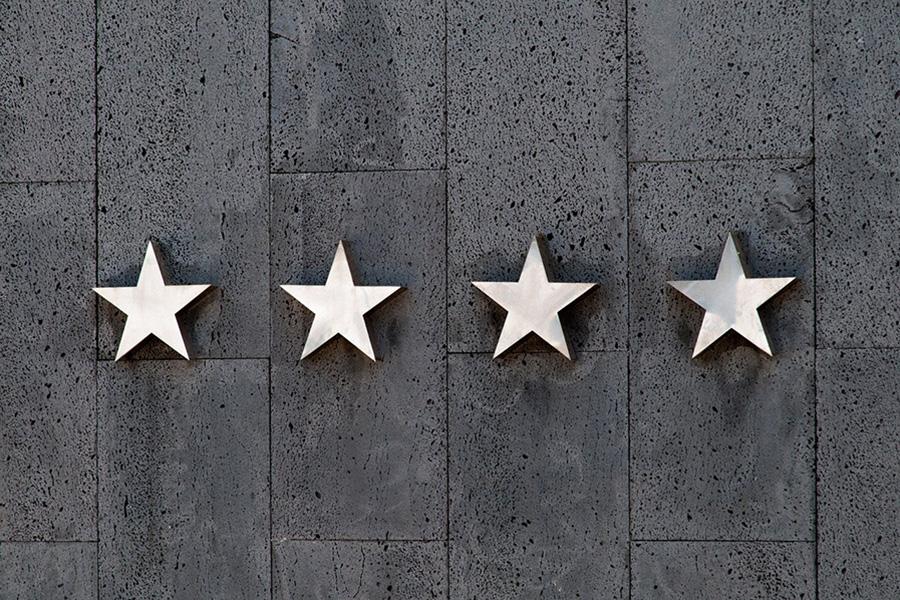 relation-client-stars